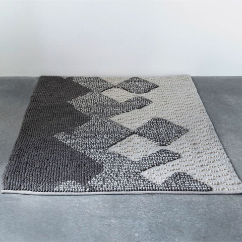 Hand-Woven Wool Looped Rug 4'x 6'