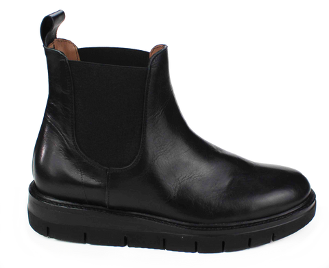 Black Leather Pull-On Boot
