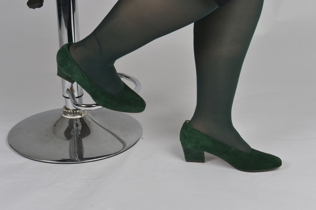 Vintage Green Suede Court Shoes- Size 6.5