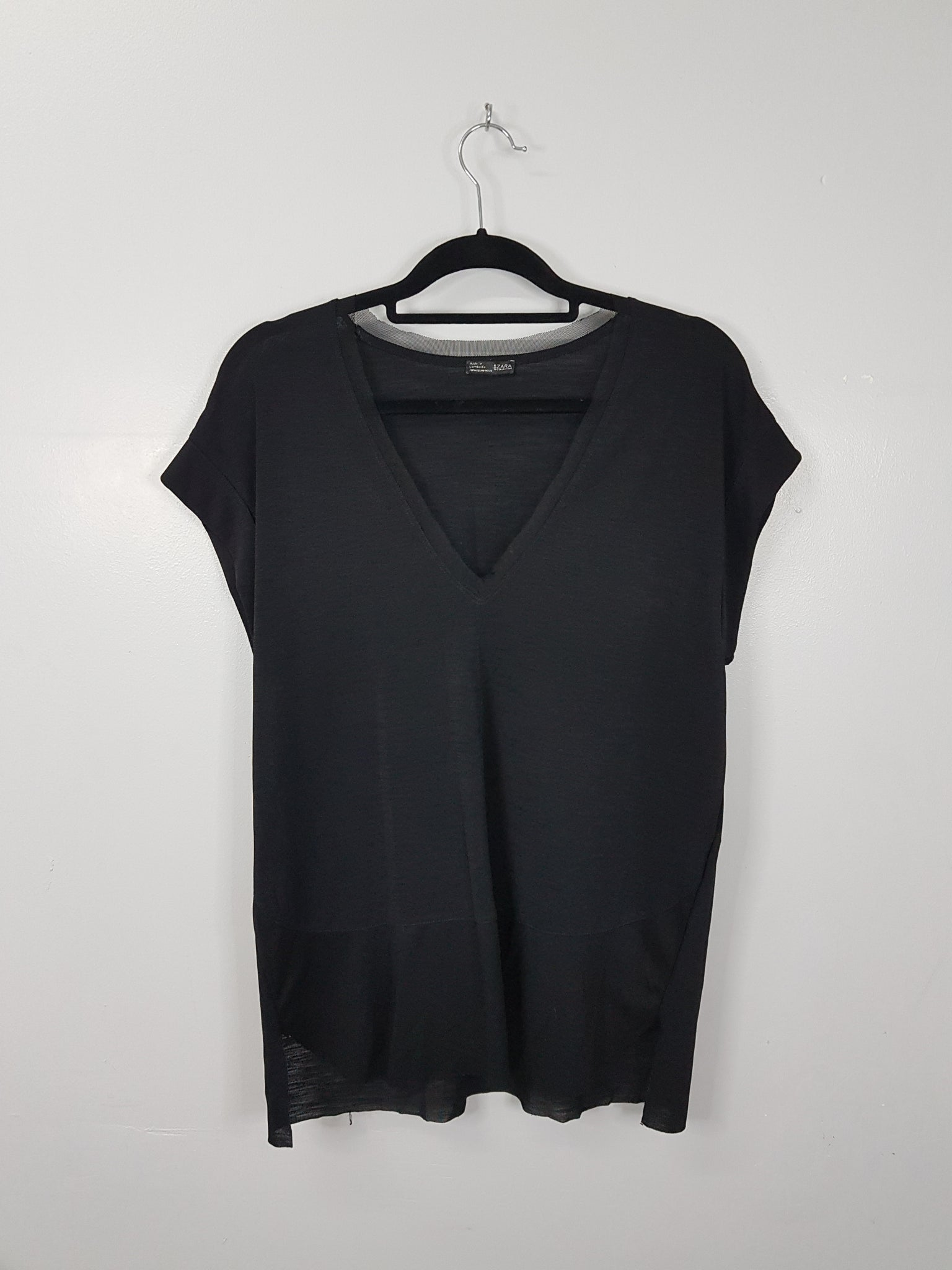 c2d49aef927 Zara black low v neck sleeveless blouse – Threads PH