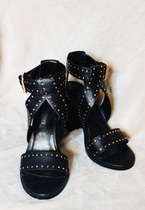 Senso Una black with one strap and polka dots design chunky heels