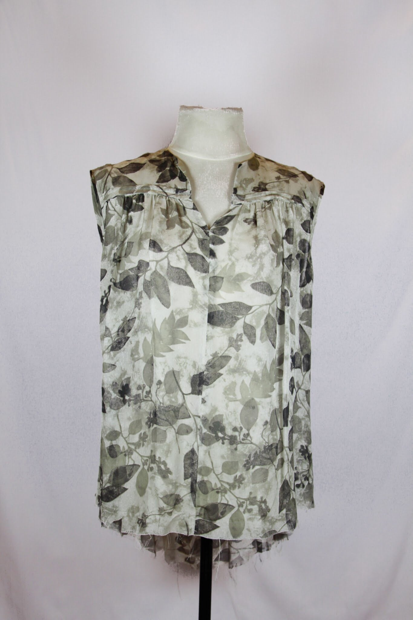 Pas de Calais Gray sheer Blouse with leaf print