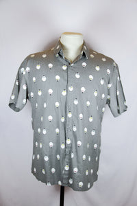 Apostrophe gray polo with penguin design