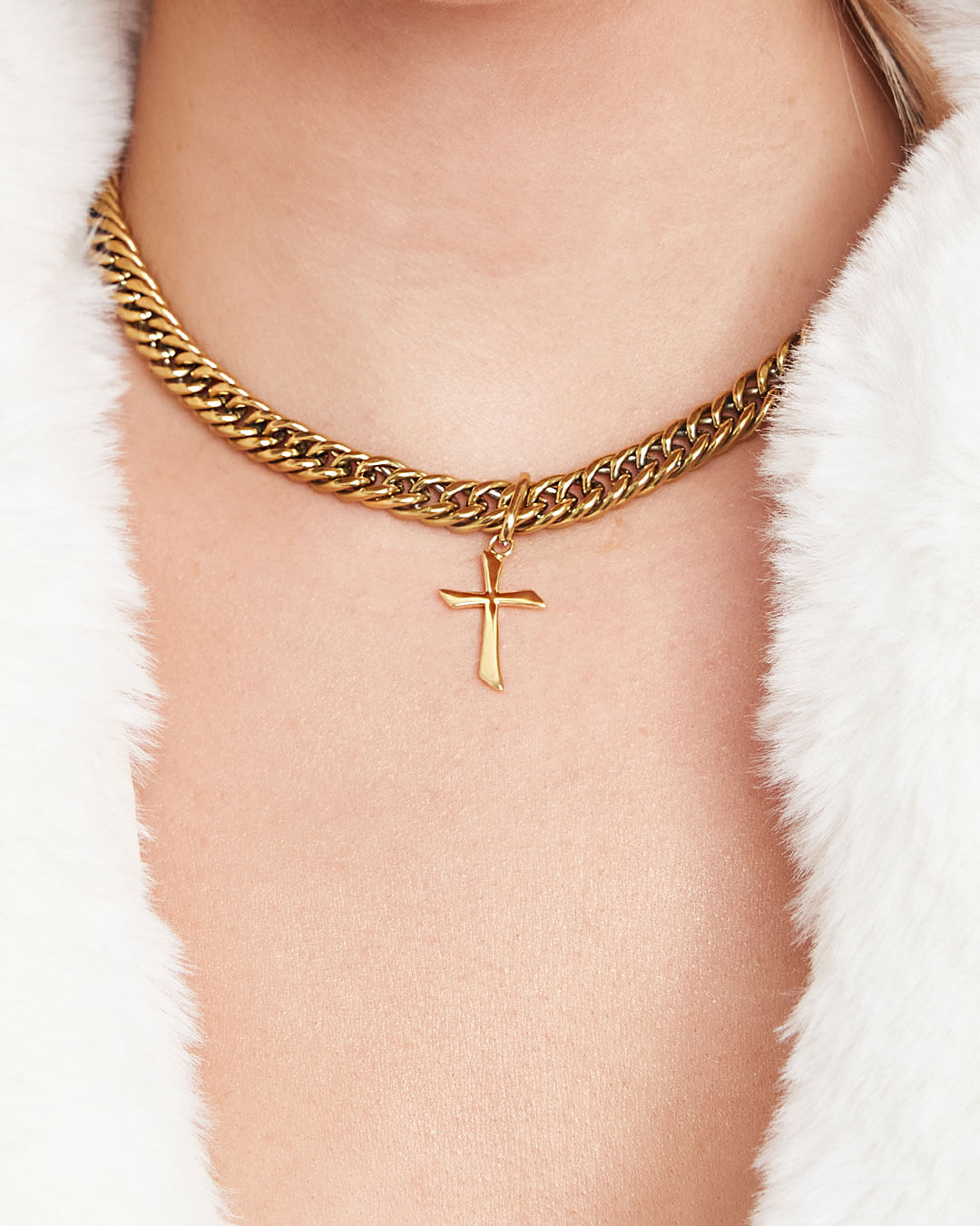 Cross Curb Chain Necklace (Gold)