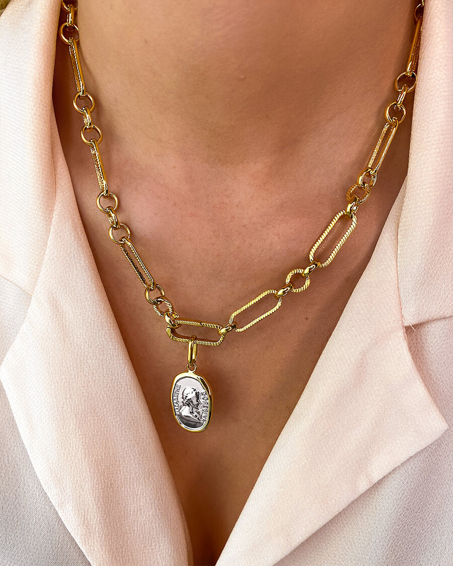 Queen Figaro Chain Necklace (Gold)