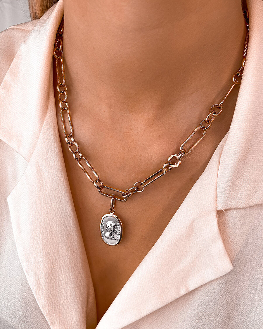 Queen Figaro Chain Necklace (Rose Gold)