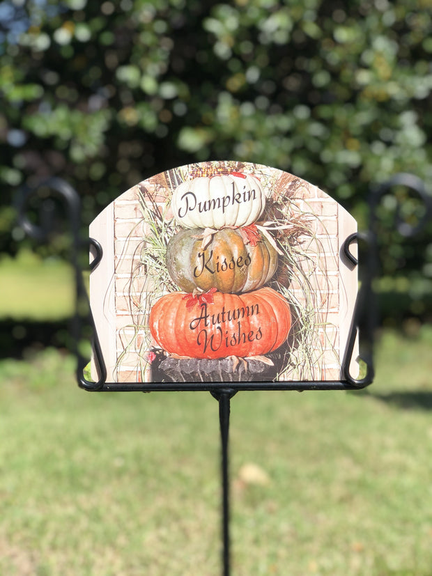 Heritage Gallery Fairytale Pumpkin Stack Garden Sign