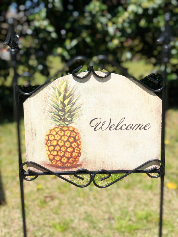 Heritage Gallery Pineapple Garden Sign