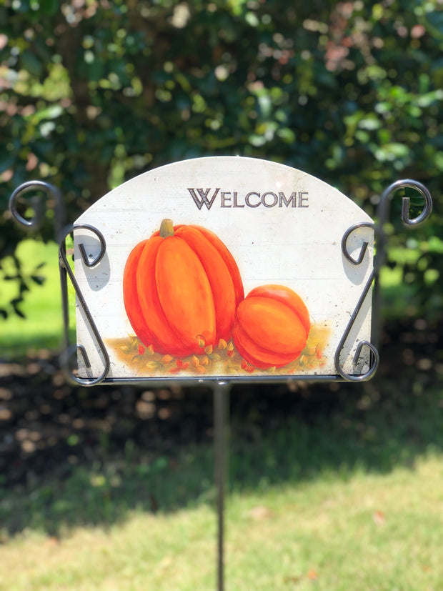 Heritage Gallery Pumpkins by Wall Garden Sign