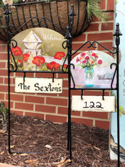 Heritage Gallery Wrought Iron Plaque Holders with Hooks for Personalization Plaques