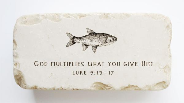 Twelve Stone Arte Luke 9:15-17 Scripture Stone with Fish