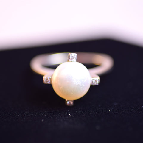 14 Karat White Gold and Pearl Solitaire Jewelry Ring, Size 5.25