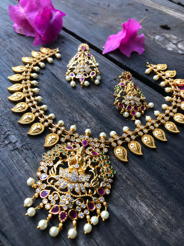 Lakshmi paisley necklace set