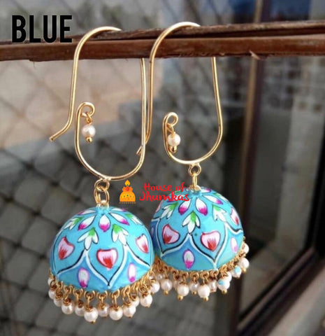 Hook enamel earrings