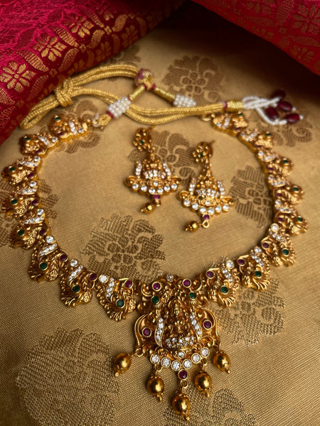 Lakshmi mayil short necklace set