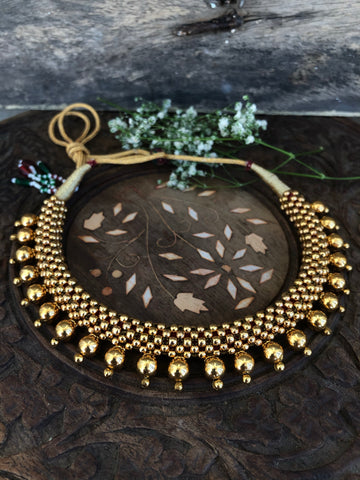 Thushi necklace with gold balls