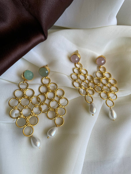 Honeycomb earrings with pearl