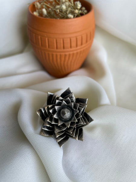 Antique blooming flower ring