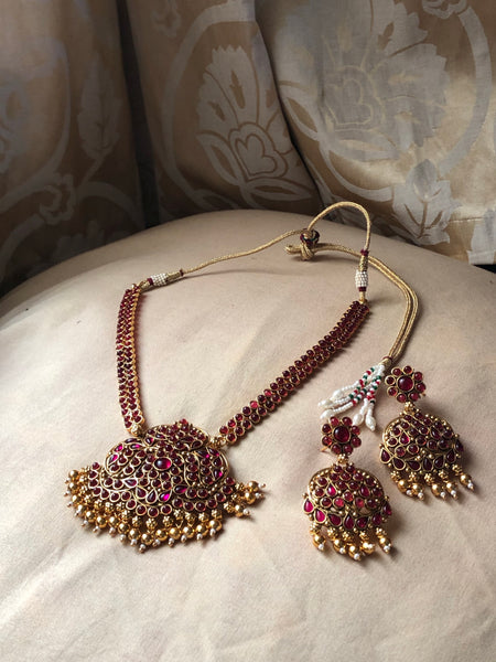 Kempu grand Attigai with earrings