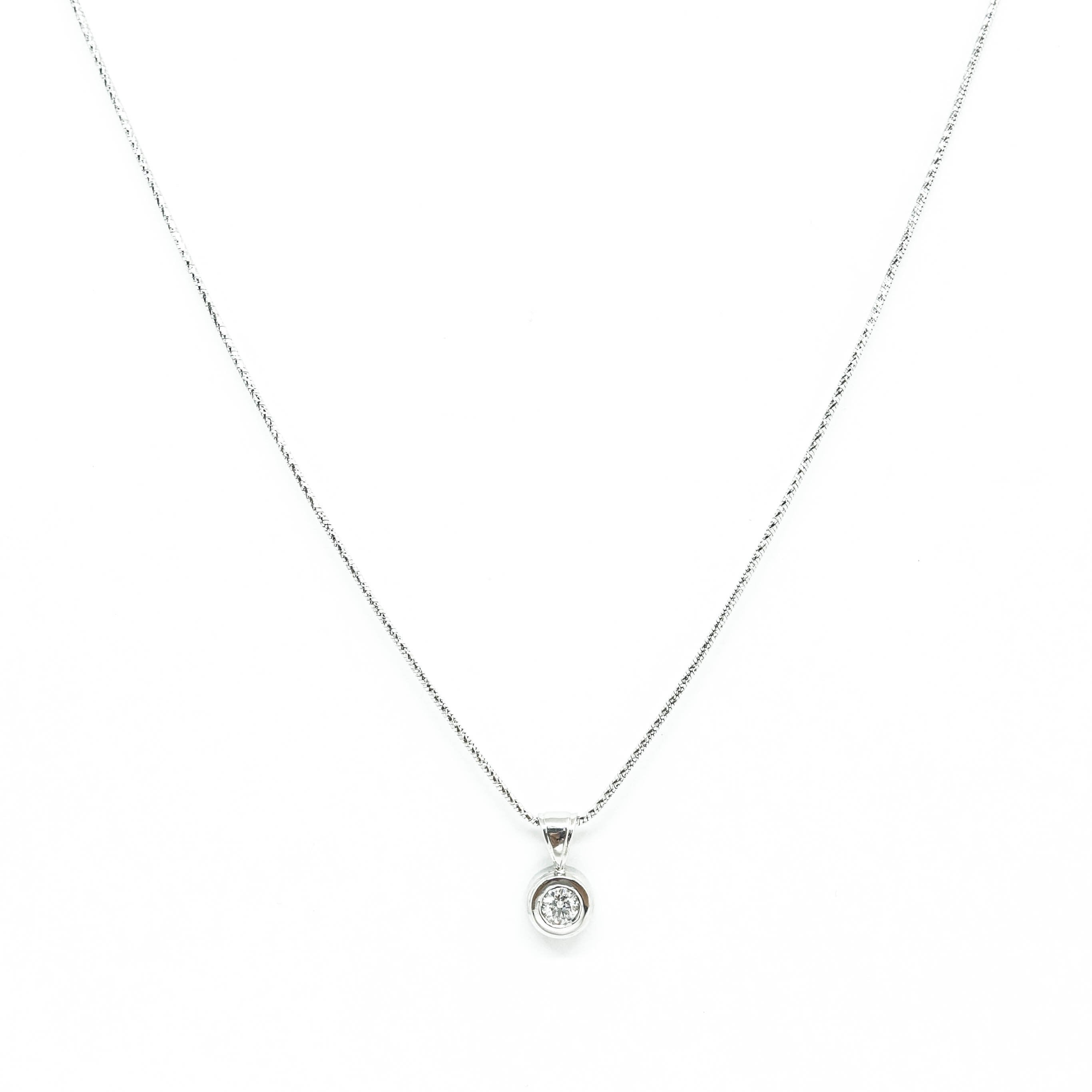 necklace white in gold solitaire diamond