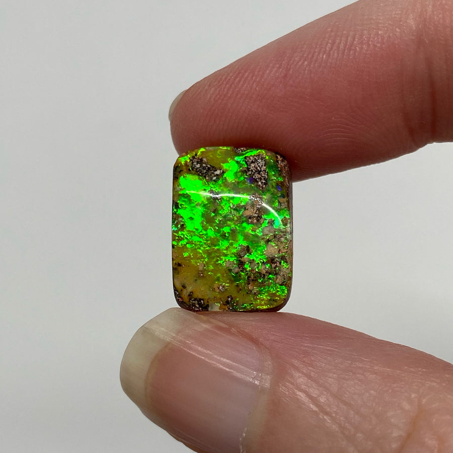 5.46 Ct electric green boulder opal