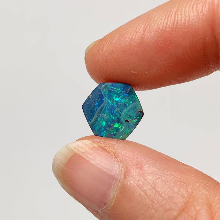 Australian Boulder Opal - 2.85 Ct small green-blue hexagon boulder opal - Broken River Mining