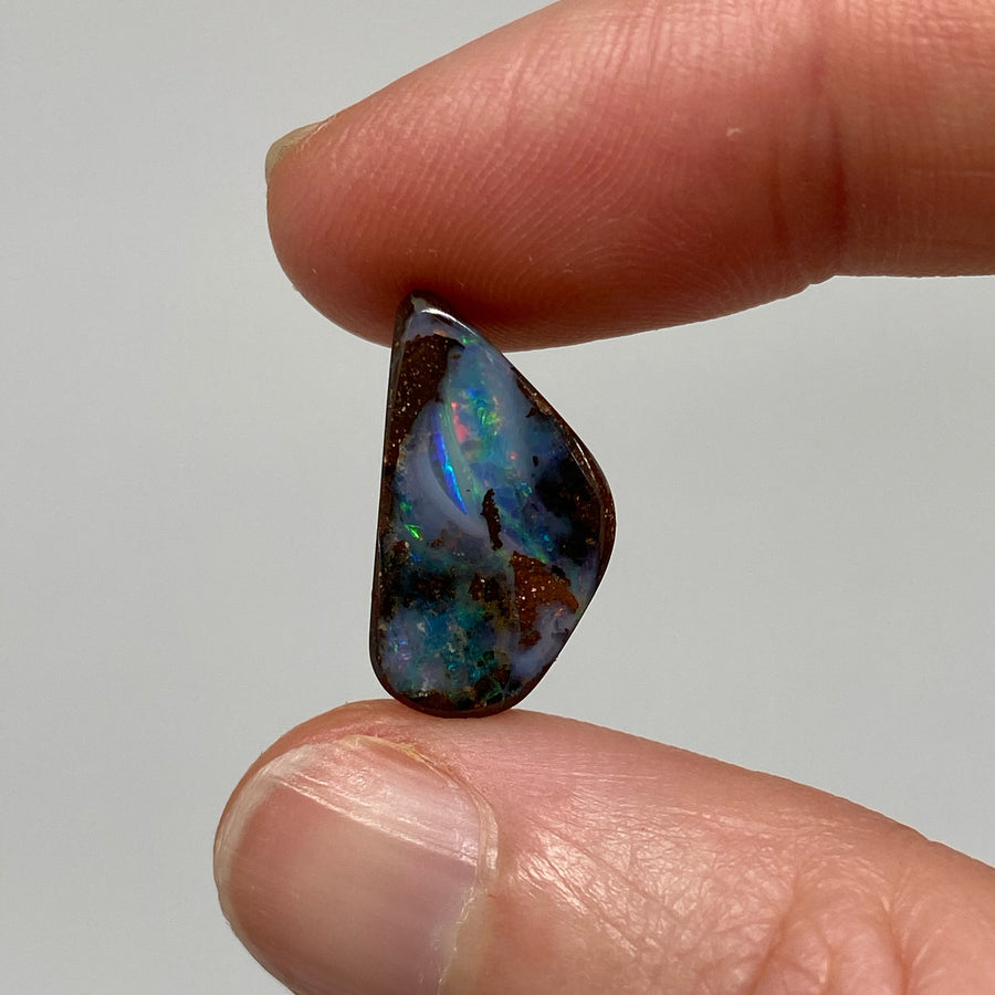 4.48 Ct small curvy boulder opal