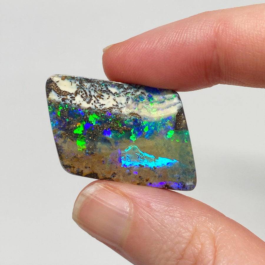 34.57 Ct picture stone boulder opal