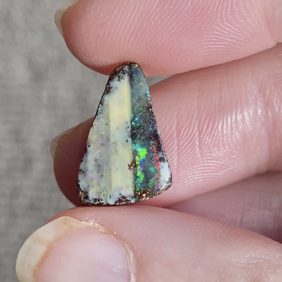 2.59 Ct small boulder opal