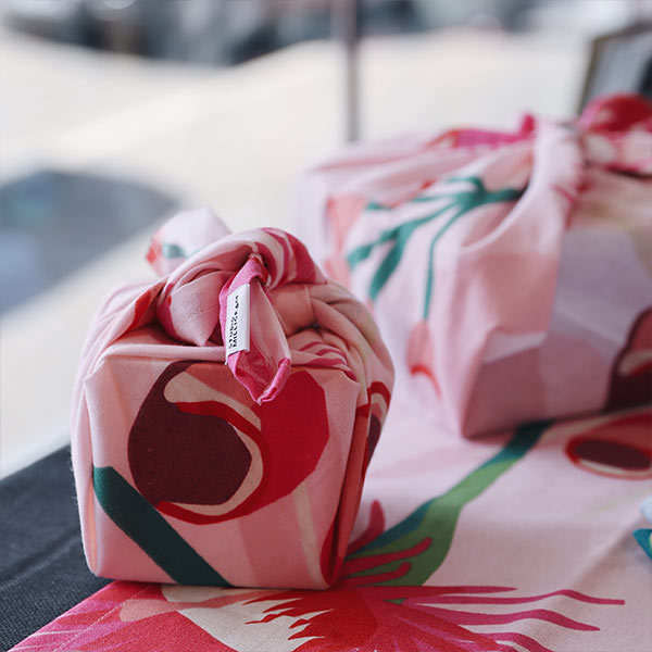 GIFT WRAPPING & GIFT BAGS