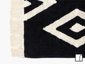 Black and White Diamond Rug Close up
