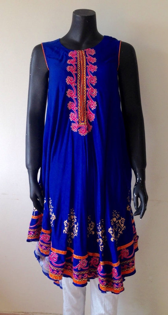 Kurti Embroidery, Hand Embroidery, Indian Suits, Punjabi Suits, Indian Wear,  Churidar Designs, Pakistani Dresses, Indian Dresses, Dress Designs