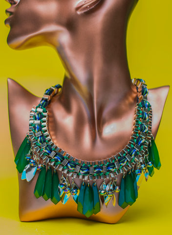 JE225 Striking Emerald green tassel statement necklace