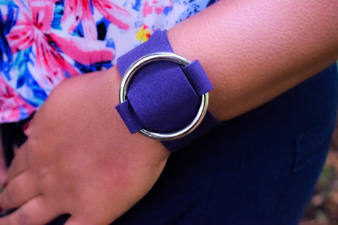 BR77BL  Trendy Dark Blue Velvet Big Metal Circle Bracelet