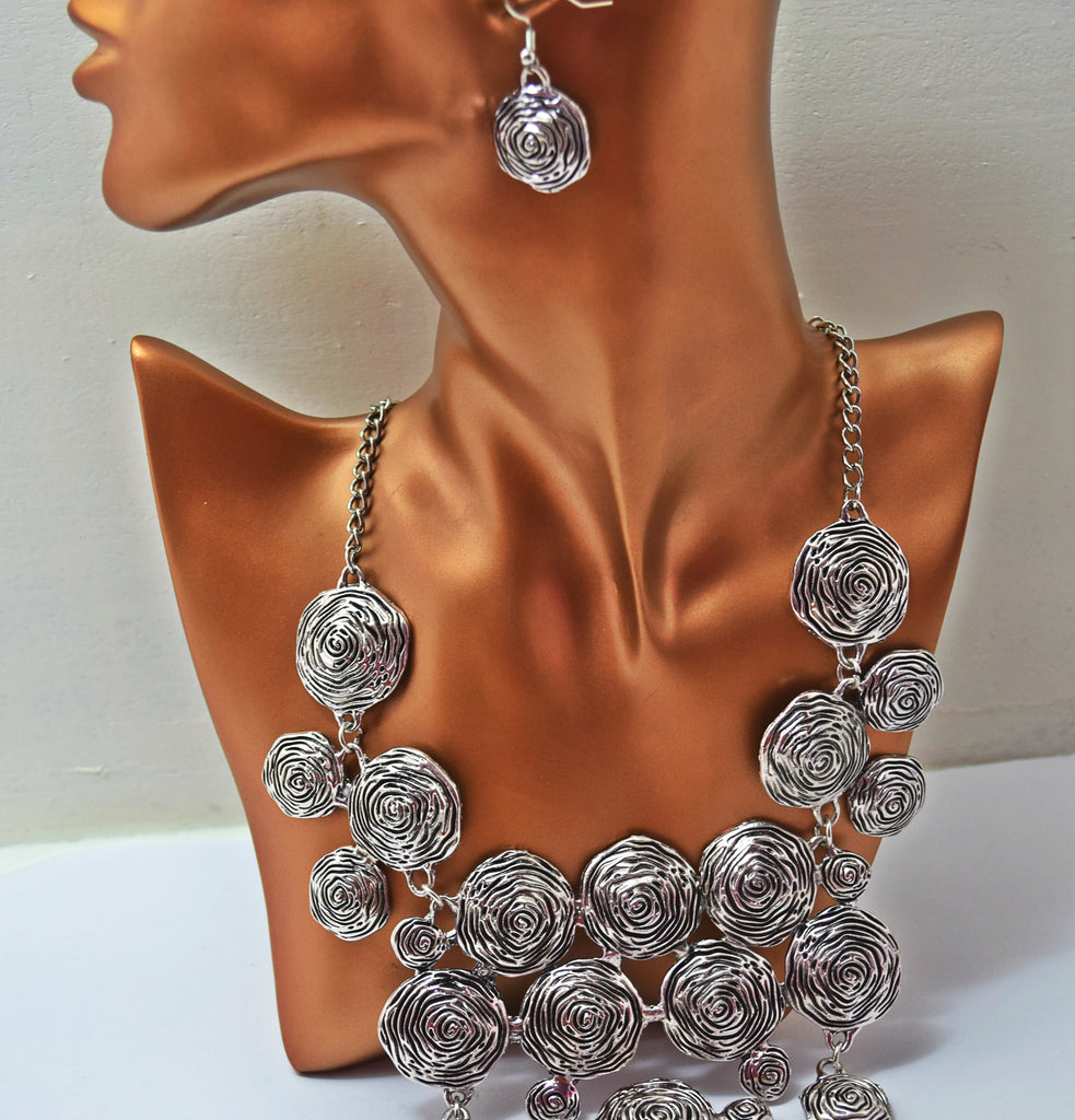JE231 Gorgeous Flower Embossed Silver Statement  necklace set