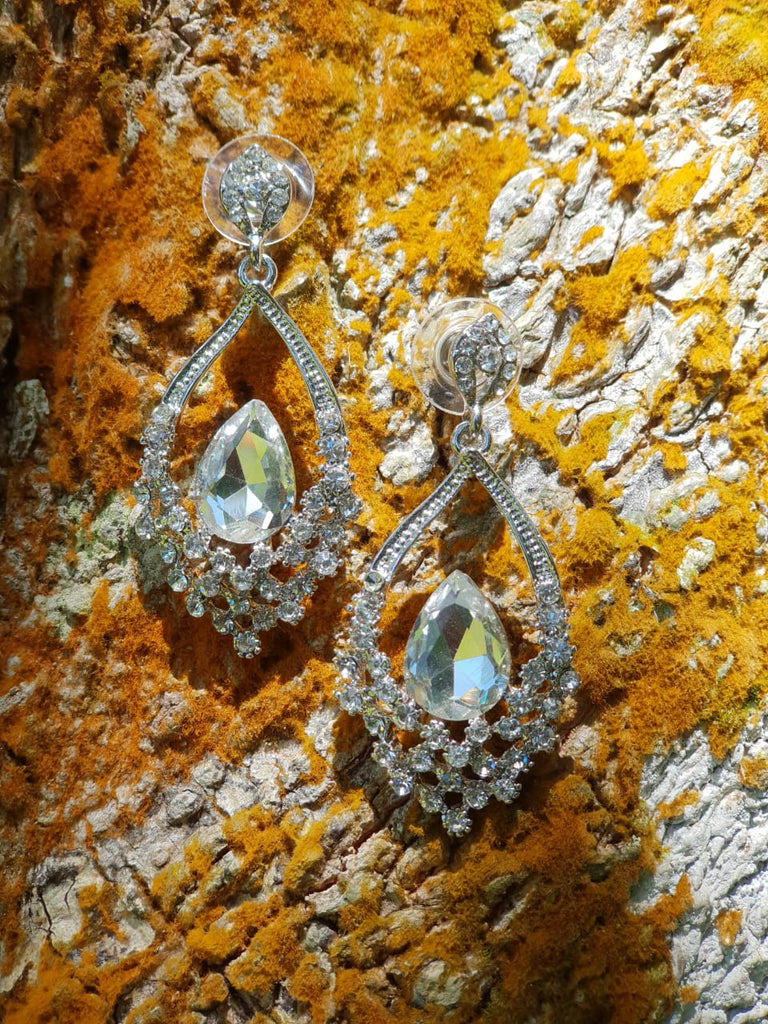ER121 Cute Hollow Crystal Earrings