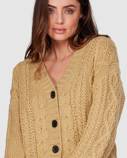PRETTY CABLE CARDIGAN