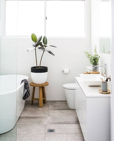how to make a bathroom look bigger lifewitstore rh lifewit com how to make a bathroom look bigger with mirrors how to make a small bathroom look bigger with tile