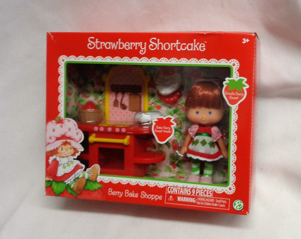 NEW Strawberry Shortcake Berry Bake Shoppe & Doll 9 Piece Set Boxed Sealed