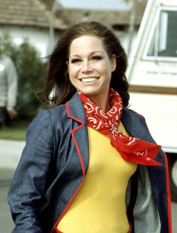 RING KNOT Mary Tyler Moore