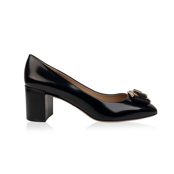 Salvatore Ferragamo Black Leather Prato 55 Pumps US 9.5C EU 40