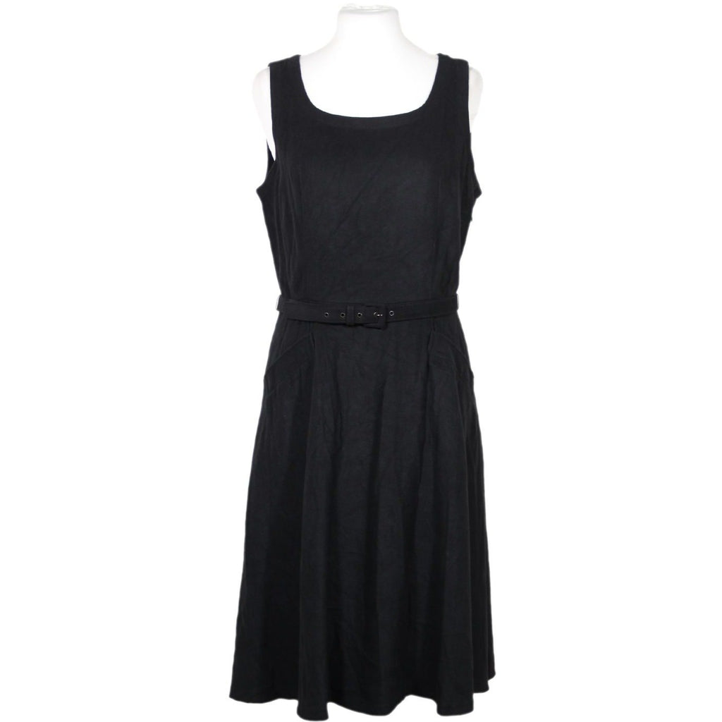 Skater Dress with Belt Size I Small