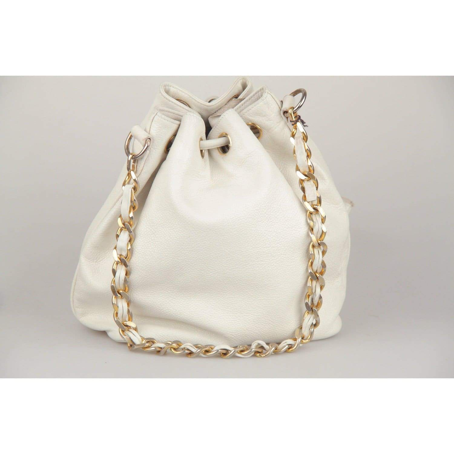 21013e34ca74 Chanel Vintage White Leather Drawstring Bag With Cc Logo Opherty & Ciocci