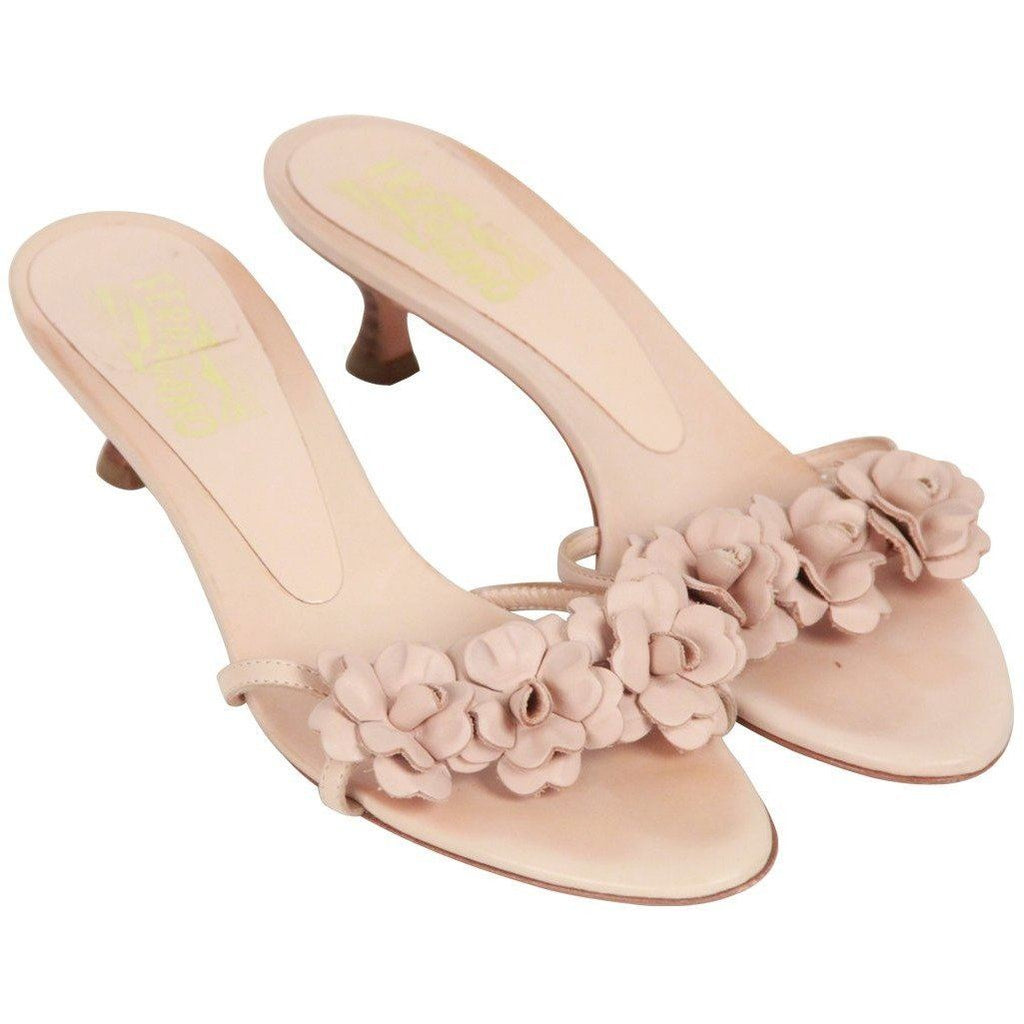 Salvatore Ferragamo Beige Sandals Shoes With Flower Applique Size 7 Opherty & Ciocci