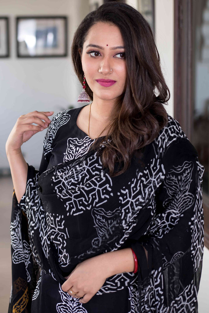block print black Cotton Kurta & Pants With Chiffon Dupatta