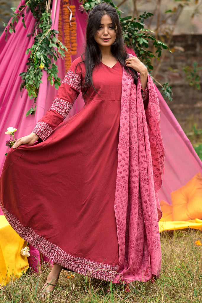 Hand Block Maroon Cambric Kurta With Cotton Dupatta Set