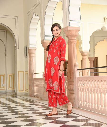 red collar kurta with cropped pants