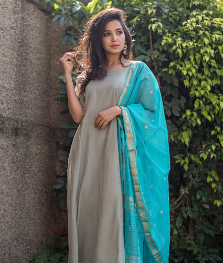 Handloom Green Relaxed Cambric Kurta Pant Set With Dupatta