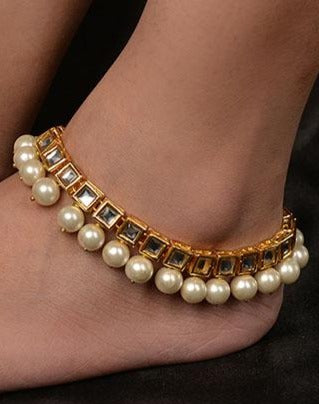 Gold plated Kundan and Shell Pearls Anklet