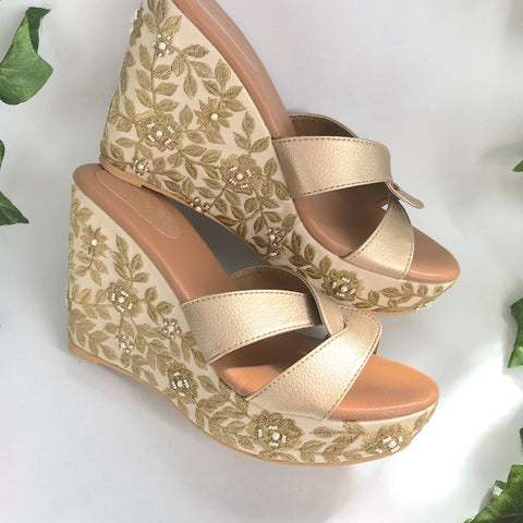 Barqoue Crème And Gold Wedges